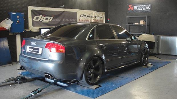 Audi-RS4-v8