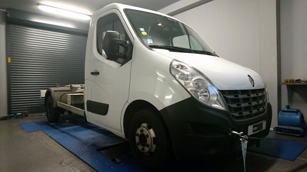 reprogrammation moteur renault master 2 3 dci 125 digiservices. Black Bedroom Furniture Sets. Home Design Ideas